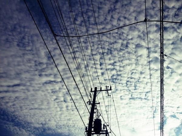 見上げてごらん、秋の空