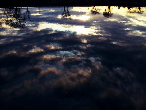 2013年12月23日 湖面に映る夕焼け